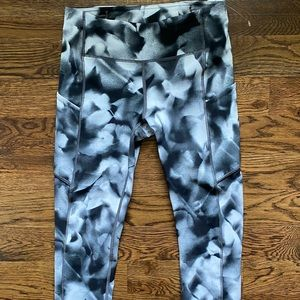 Lululemon Capri Leggins Size 4 Side Pockets